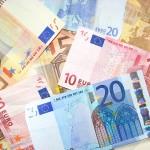 Tas de billets d'euros